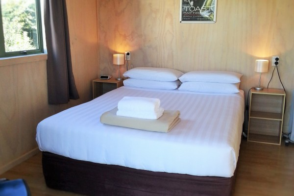 Our Queen cabins have hotel quality queen size beds with full linen supplied.